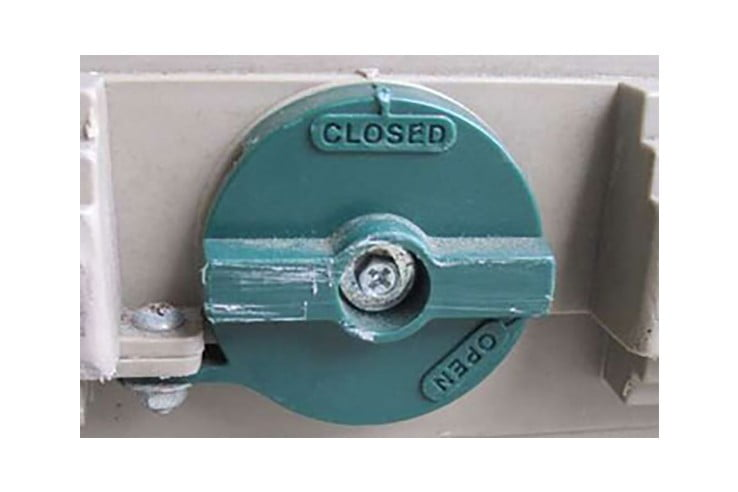 acceptable-latching-mechanisms-bolt-tighten-738x492.jpg